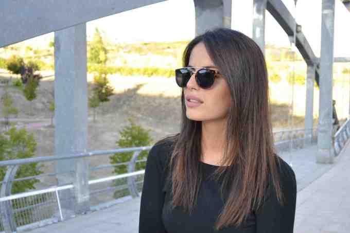 Un look urbano con unas montura eyecat para la mujer urbanita