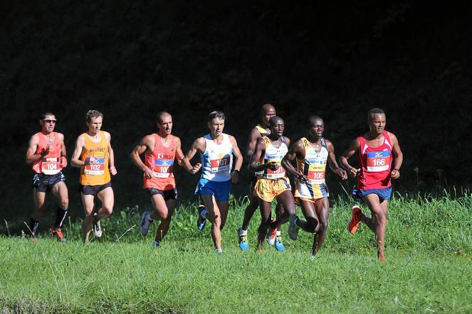 Jungfrau Marathon: Spitzengruppe kurz vor Lauterbrunnen