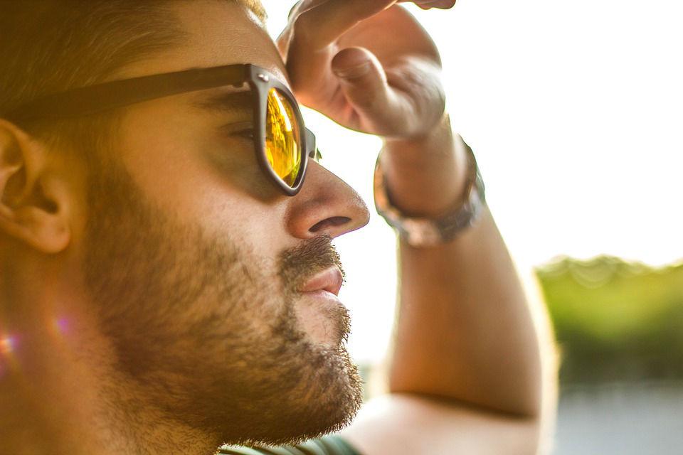 04dd416f1c Hay algunas cuestiones importantes a la hora de elegir cuál es la mejor  gafa de sol para conducir. Uno de ellos, que puede parecer muy obvio pero  suele ser ...