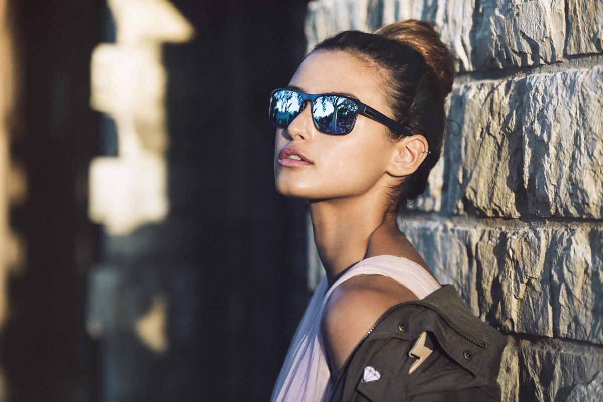 0df47c6675665 Outfits con gafas de sol  los mejores conjuntos de gafas de sol y ropa