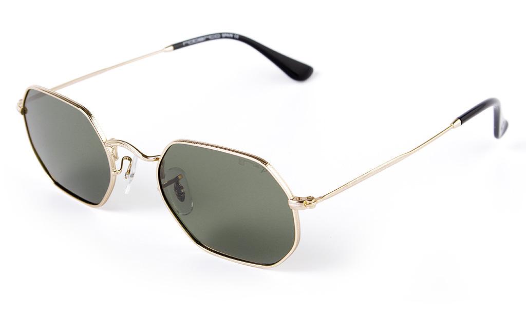 70c1a8b389 Para los padres que siempre van a la última y combinan a la perfección lo  más actual con los cortes clásicos, proponemos unas gafas de sol  semiredondas con ...