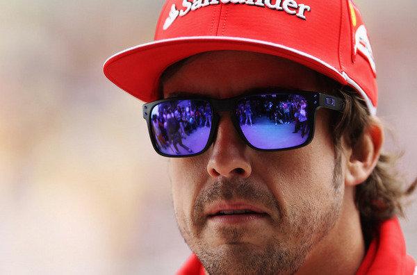 Fernando Alonso con Oakley Holbrook